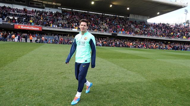 Leo Messi damunt la gespa del Miniestadi a l'entrenament de portes obertes / FOTO: MIGUEL RUIZ - FCB