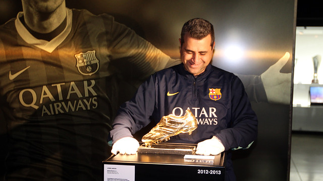 Museum curator Jordi Clemente carefully puts the Golden Boot in place. PHOTO: MIGUEL RUIZ - FCB