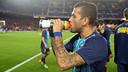 Dani Alves, bebent aigua abans del partit / FOTO: MIGUEL RUIZ-FCB