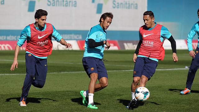 Neymar, with Bartra and Adriano at training. PHOTO: MIGUEL RUIZ - FCB
