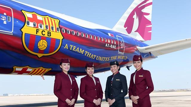 Qatar Airways hostesses alongside the Barça plane
