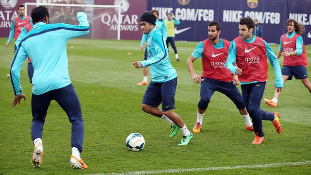 Neymar controla la pilota en un entrenament / Foto: Miguel Ruiz - FCB