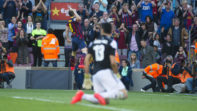Iniesta celebrating his second goal of the campaign / PHOTO: VÍCTOR SALGADO-FCB