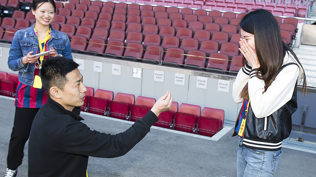 An Asian love story at the Camp Nou / PHOTO: VÍCTOR SALGADO - FCB