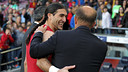 Pinto, with the Betis Coach. PHOTO: MIGUEL RUIZ-FCB.