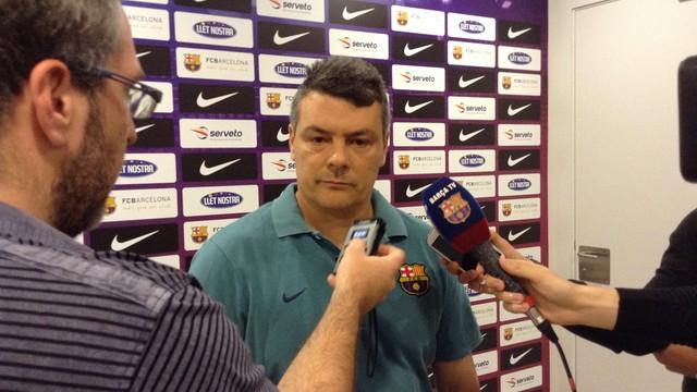 Pascual atenent els mitjans de comunicació. / FOTO:ARXIU-FCB