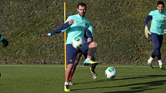 Mascherano trained normally for most of the session / PHOTO: MIGUEL RUIZ - FCB