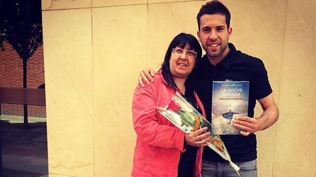 Jordi Alba celebra el Sant Jordi amb la seva mare / FOTO: JORDIALBAOFICIAL