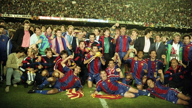 Barça celebrate their league title in 1994 / PHOTO: ARCHIVE FCB
