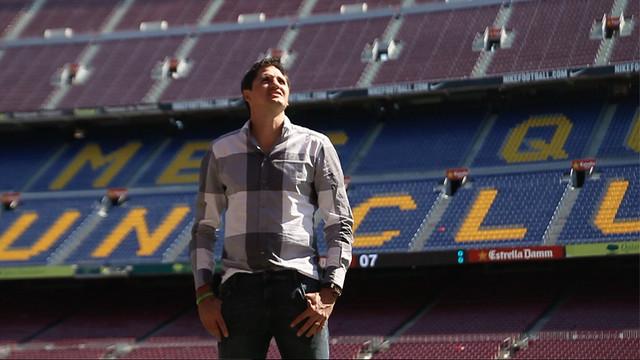 Edmílson no gramado do Camp Nou, em uma das suas visitas recentes a Barcelona.