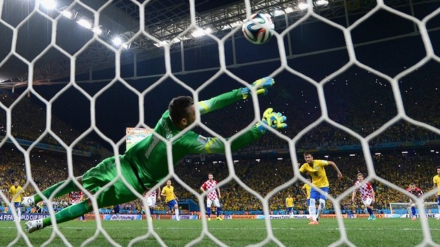 Shot from behind the goal as Neymar scores his penalty