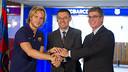 Rakitic, Bartomeu and Mestre shake on the deal / PHOTO: VÍCTOR SALGADO-FCB