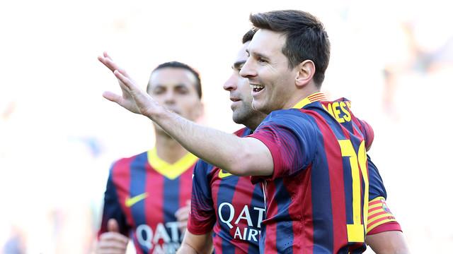Messi, dikelilingi oleh Pedro dan Xavi