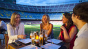 Diversos visitants del Camp Nou Lounge. FOTO: FCB