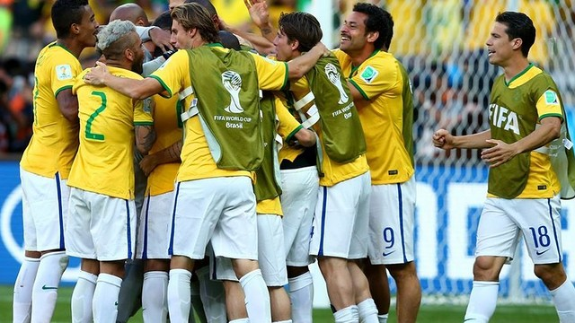 Dani Alves and Brazil are chasing a World Cup Final place / PHOTO: FIFA.COM