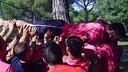 El portero Sergi Fernández, transportado por sus compañeros / FOTO: FCB