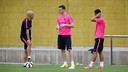 Vermaelen and Pedro, on the pitch at Ciutat Esportiva. PHOTO: MIGUEL RUIZ - FCB