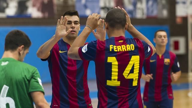 Lozano felicitant a Ferrao després d'un gol