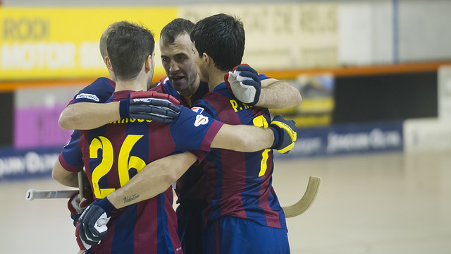 Els jugadors s'abracen per celebrar un dels gols marcats a la final de la Supercopa