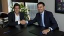 Sergi Roberto signed his new contract in Pesident Bartomeu's office / PHOTO: VÍCTOR SALGADO - FCB