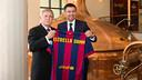 Club President Josep Maria Bartomeu and Damm CEO Enric Crous signed a sponsorship extension / PHOTO: GERMÁN PARGA - FCB