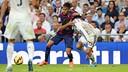 Neymar Jr disputa uma bola com Carvajal.