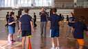 Nachbar with youngsters at the workshop. PHOTO: GERMÁN PARGA / FCB