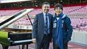 President Josep Maria Bartomeu and pianist Lang Lang at Camp Nou. / PHOTO: VÍCTOR SALGADO - FCB