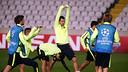 El equipo se ha entrenado en el campo del Apoel este lunes por la tarde / FOTO: MIGUEL RUIZ - FCB
