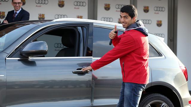 Luis Suárez, amb l'Audi de la temporada 2014/15. FOTO: MIGUEL RUIZ-FCB.