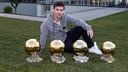 Messi, avec ses quatre Ballons d'Or. PHOTO: MIGUEL RUIZ-FCB.