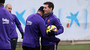 Neymar and Messi sharing a moment during training / MIGUEL RUIZ - FCB