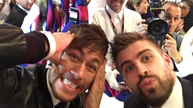 Neymar dan Pique dalam presentasi video klip Qatar Airways