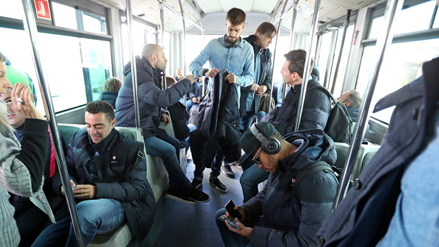 Barça landed in Bilbao and went to their hotel to relax before tonight's match. / MIGUEL RUIZ-FCB