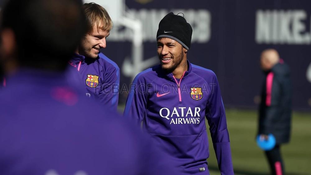 برشلونة يعود إلى التدريب غداة الفوز في سان ماميس Pic_2015-02-09_ENTRENO_28-Optimized.v1423487279