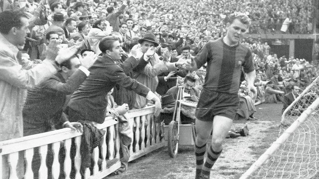 Kubala celebrating one of his goals against Sporting / FCB Archive