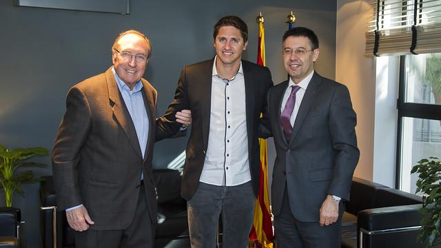 Ramon Pont, Edmílson e Bartomeu, na renovação da parceria