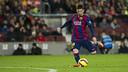 Leo Messi shoots during Barça's win over Espanyol at Camp Nou. / MIGUEL RUIZ - FCB