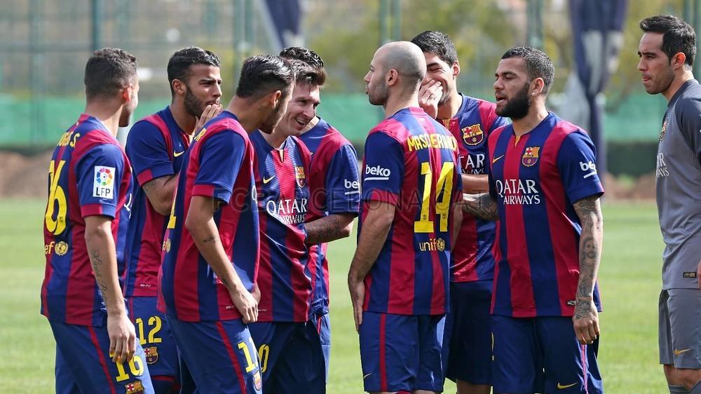 بالصور والفيديو  : لاعبو برشلونة يعلنون عن عقد بث مباريات الفريق للموسم المقبل Pic_2015-02-18_ACUERDO_TELEFONICA_04-Optimized.v1424268318