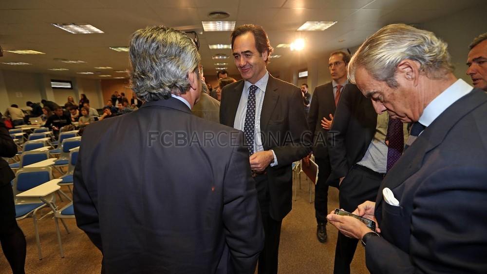 بالصور والفيديو  : لاعبو برشلونة يعلنون عن عقد بث مباريات الفريق للموسم المقبل Pic_2015-02-18_ACUERDO_TELEFONICA_26-Optimized.v1424268363