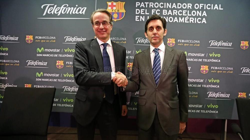بالصور والفيديو  : لاعبو برشلونة يعلنون عن عقد بث مباريات الفريق للموسم المقبل Pic_2015-02-18_ACUERDO_TELEFONICA_25-Optimized.v1424268359