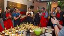 Pablo Álvarez, uno de los más activos en la cocina. FOTO: V, SALGADO - FCB