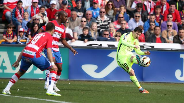 Messi, durant el partit a Granada / MIGUEL RUIZ-FCB