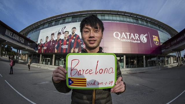 Un chino cruza Asia y Europa a dedo para ver un partido del FC Barcelona