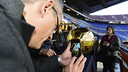 An Instagrammer takes a photo of Leo Messi's FIFA Ballon d'Or at Camp Nou. / CRISTINA GONZÁLEZ - FCB