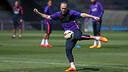 Iniesta, durant l'entrenament d'aquest divendres / MIGUEL RUIZ-FCB