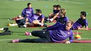 The players doing stretching exercises / MIGUEL RUIZ-FCB