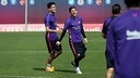 Marc Bartra and Leo Messi take part in drills at the Ciutat Esportiva on Friday morning. / MIGUEL RUIZ-FCB