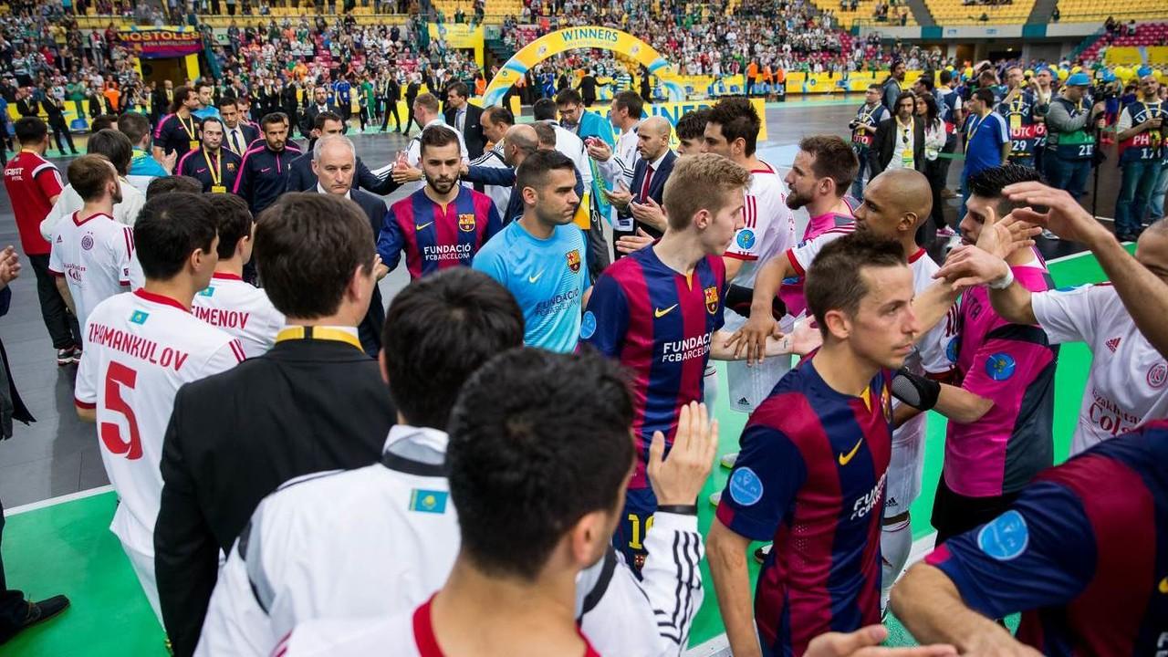 Kairat offer Barça a guard of honour after the final / GERMÁN PARGA-FCB