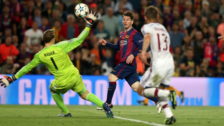 Leo Messi élimine Boateng avant de marquer d'un piqué